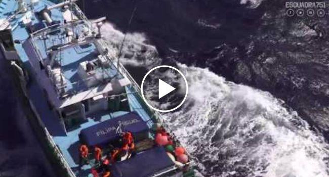 Força Aérea Resgata Pescador Mordido Por Tubarão-Azul Ao Largo Da Costa Portuguesa http://www.desconcertante.com/forca-aerea-resgata-pescador-mordido-tubarao-azul-costa-portuguesa/