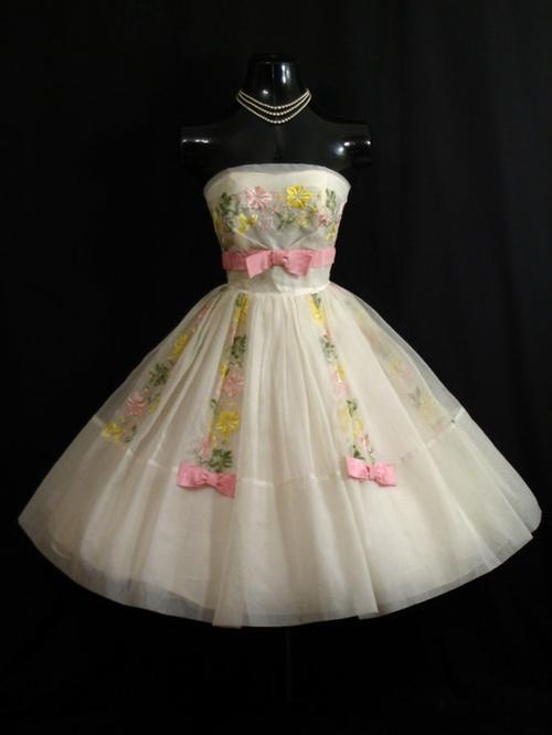 Vintage 1950s 50s STRAPLESS White Pastel Embroidered CHIFFON Organza Party Prom Wedding Dress Gown