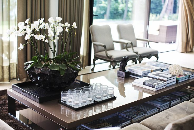 Coffee table + decoration