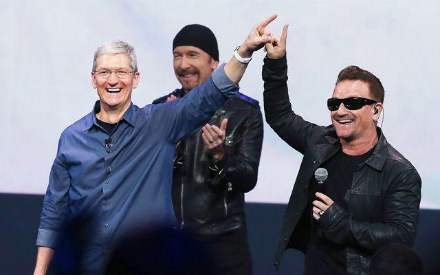 """Per tutti quelli che restano sconvolti da certe dinamiche commerciali e di marketing, specialmente nel campo della discografia, in occasione della presentazione del nuovo iPhone 6 e iWatch è accaduto un fatto davvero eccezionale: un accordo tra Apple e gli U2  ha reso disponibile gratuitamente per tutti gli utenti della nota azienda americana, il nuovo album della band intitolato """"Songs of Innocence""""."""