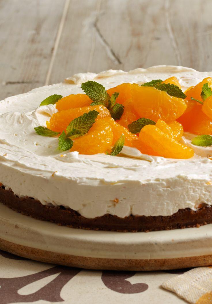 Cheesecake de mandarinas sin hornear- La base de galletas equilibra los sabores citricos en este sencillo cheesecake sin hornear. Esta listo para el frigerador en solo 20 minutos.