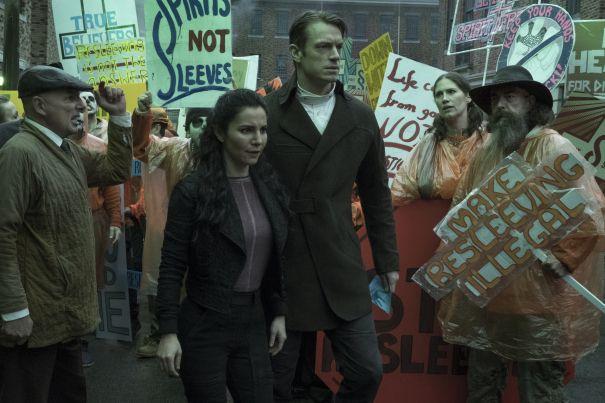 'Altered Carbon' Premiere Date & Teaser: Futuristic Netflix Drama Stars Joel Kinnaman