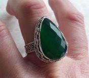 Zilveren ring facet groene Onyx gezet in bewerkte setting 19 mm