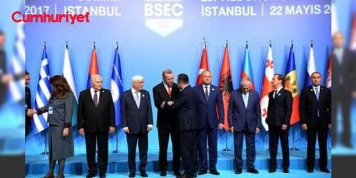 Erdoğan'ın ikili görüşmeleri iptal edildi: Karadeniz Ekonomik İşbirliği Teşkilatının 25. Kuruluş Yıldönümü Zirvesinin açılışına katılan Cumhurbaşkanı Erdoğan'ın konuk liderlerle yapacağı açıklanan ikili görüşmeler iptal edildi.
