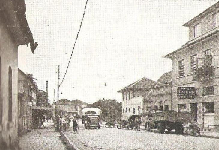 Antiga rua Cruzeiro, atual João Colin, no Centro. A foto mostra o trecho entre a rua Princesa Isabel e a Nove de Março - 19/06/2014 - Foto: Arquivo Histórico de Joinville/Reprodução