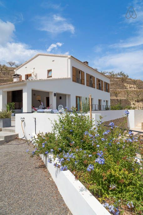 STYLEPUNKTE UND ALLEINLAGE! 1800,- p.W. - 6 Bedr, 3 Bath. Mountain And Seaview (sleeps 12) - Very privately located, freshly designed Villa/Finca, including  4 person separate apartment.  - Fully equipped  - Free WiFi  - Roofed terrace with fireplace, lounge sofa and large wooden table with stunning view over a green valley towards the sea.