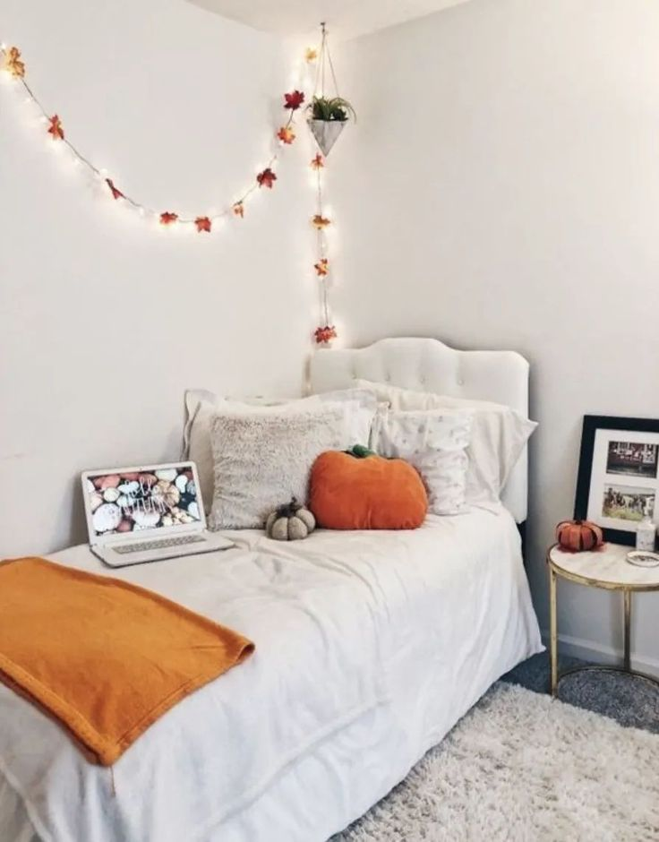 10 halloween decorations perfect for a dorm room - society19 in 2020 | fall bedroom, fall room