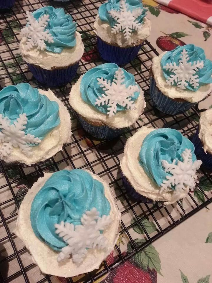 Frozen themed white chocolate mud cupcakes.