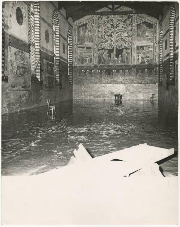 L'alluvione di Firenze e gli Angeli del Fango nelle foto dell'archivio Tci - 50 anni fa la piena dell'Arno e la mobilitazione per salvare il tesoro di una città
