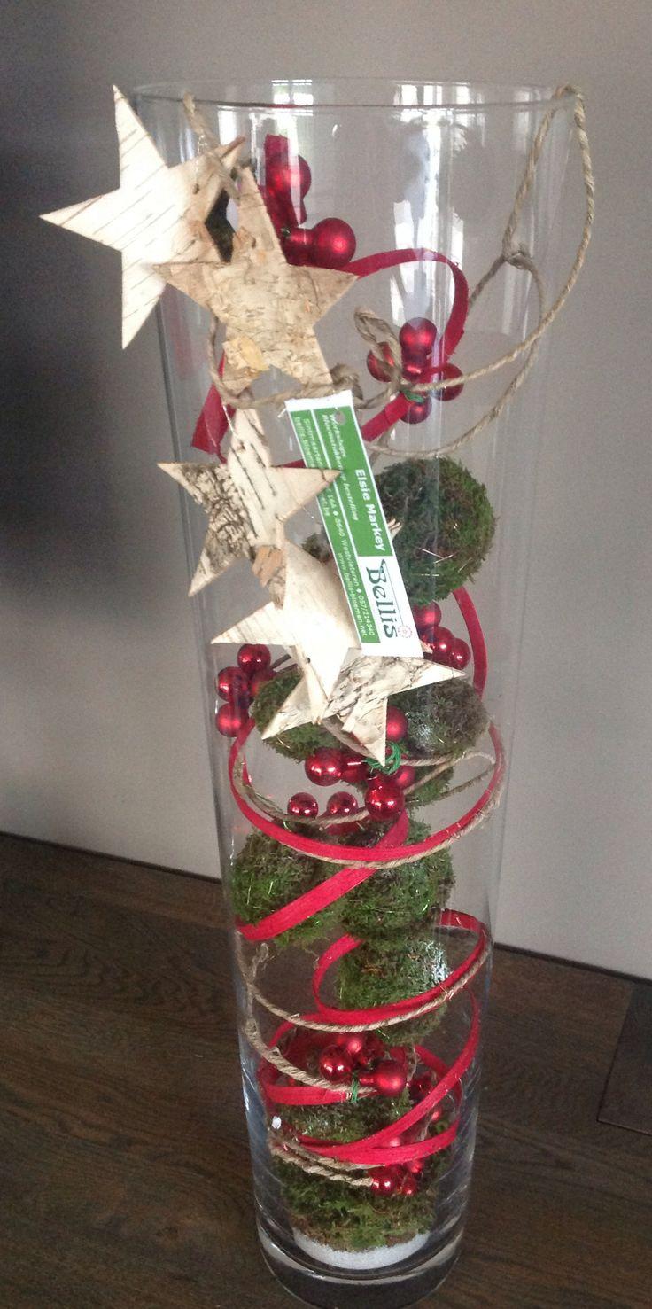 Decoratief eindejaarsstuk in glazen stolp.