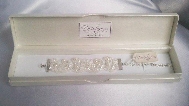 Серьги и браслеты. Гипюровый браслет от De interes подчеркнёт ваш наряд и добавит в него нежности. В наличии! #гипюр#бусы#стразы#пойетки#невеста#платье#аксессуар#браслет#нежно#белый