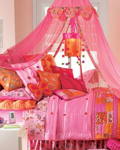 I would have loved this hot pink and orange bedroom as a teen.