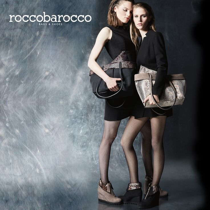 Juno di #roccobarocco, la borsa 3 in 1. Una #Shopping doouble face, pratica e #trendy dall'aspetto vintage con dentro una #pochette in pitone che può essere usata con la tracolla inclusa. A completarla un innovativo #ciondolo porta badge. Stesso design per il #tronchetto con #zeppa comodo e di tendenza. #borsa #bags #fashion #musthave #fallwintercollection #fallwinter2016 #miriade #doubleface #design #accessori #moda #modadonna #accessorimoda