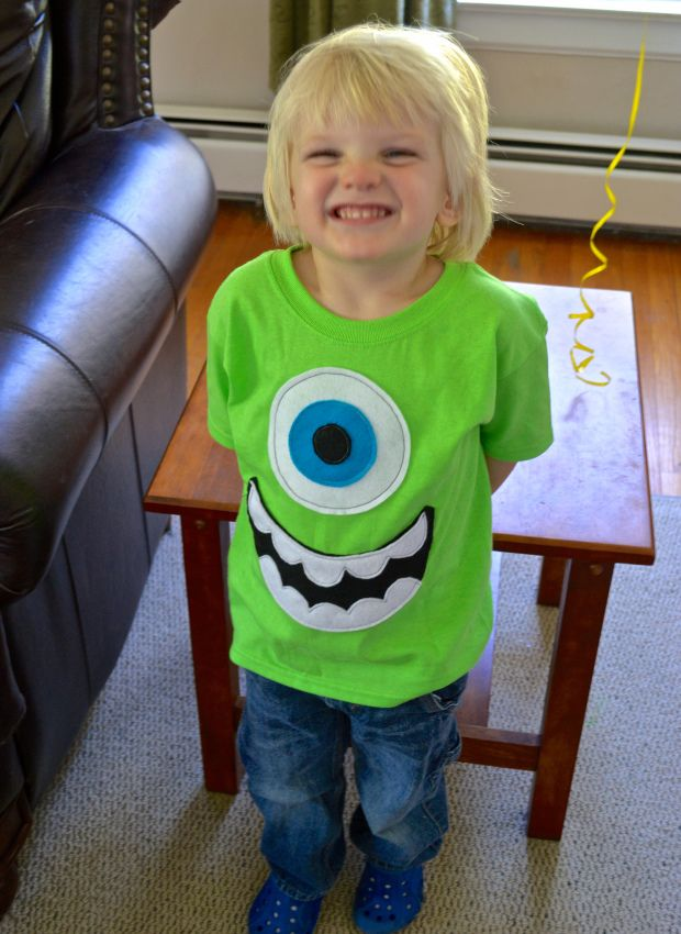 DIY Mike Wazowski Shirt with printable template and step-by-step pictures!