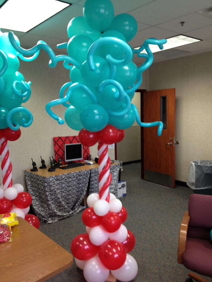 Dr seuss cat in the hat balloon columns i made for dr for Balloon decoration accessories
