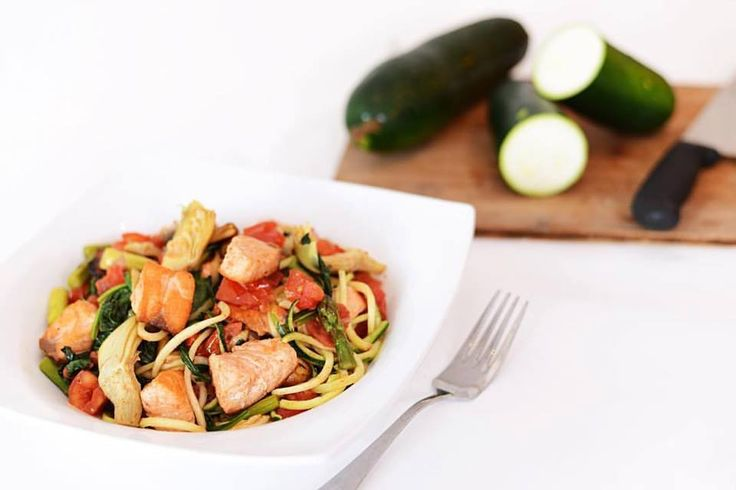 Stop by #fitfoodzcafe for a healthy, lean lunch made with the freshest ingredients! Try this flavorful #zoodle and Salmon dish today!  #salmon #zoodles #asparagus #chicken #artichokes #basil #glutenfree #vegetarian #vegan #paleo #preservativefree #refinedsugarfree #kidfriendly #options #choices #healthyfood