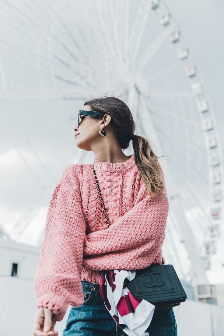 Pink_Sweater-Vintage_Coat-Sandro_Sneakers-Outfit-Street_Style-27