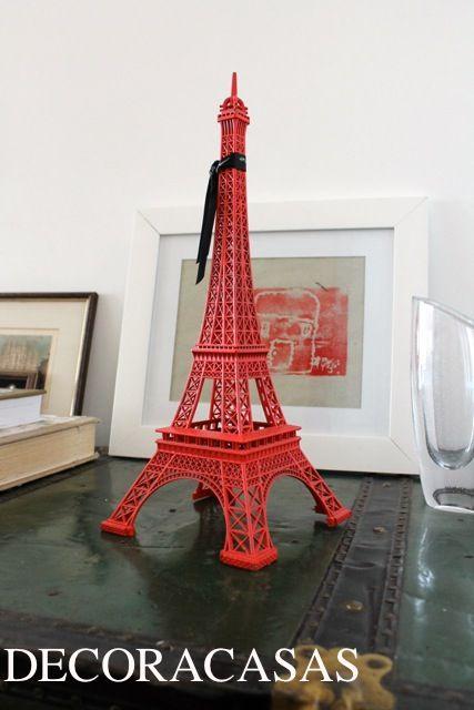 Torre Eiffel vermelha pode ser uma ótima alternativa para decorar a sua casa - ainda mais quando tem uma boa história para contar como esta minha torre da gentileza.