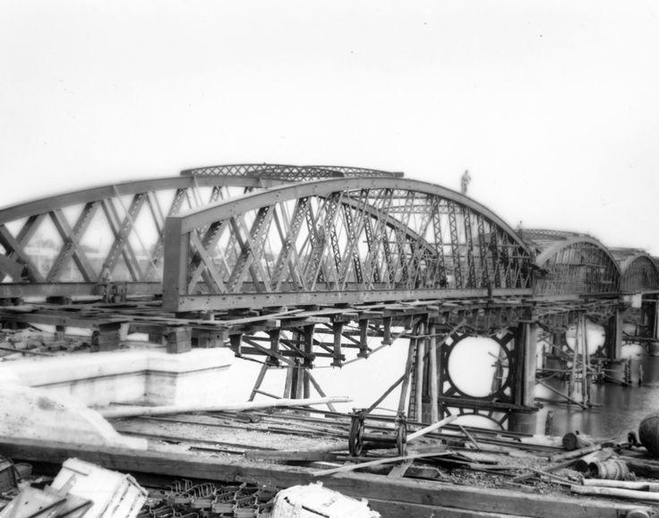 Building the Burnett Traffic Bridge - ca1900