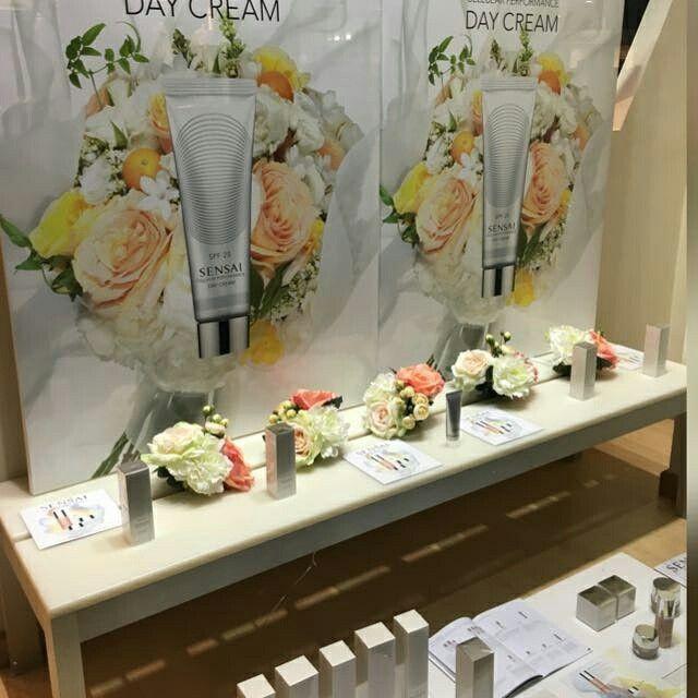Escaparate Perfumería Sidonia, presentación nueva crema DAY CREAM, semana del 22 al 28 Febrero 2016.  #sensai #kanebo #cosmetica #perfumeriasidonia #altacosmetica #comprasonline