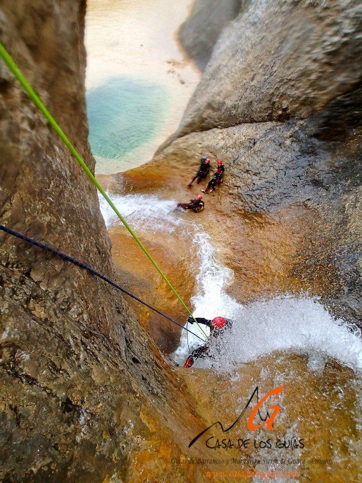 Les superbes cascades du Peña Guara, au Cayon du Mascun, dans la Sierra de Guara, en Espagne.