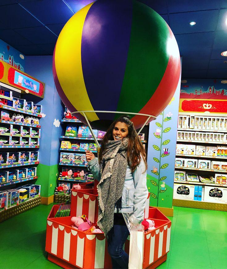 HAMLEYS! La mejor tienda de juguetes que hayamos visto nunca!!! #hamleys #toyshop #london #londres #trip #amistad #instafriends #picoftheday #photooftheday #mundolego #lego #funnyday #love #lovethiscity