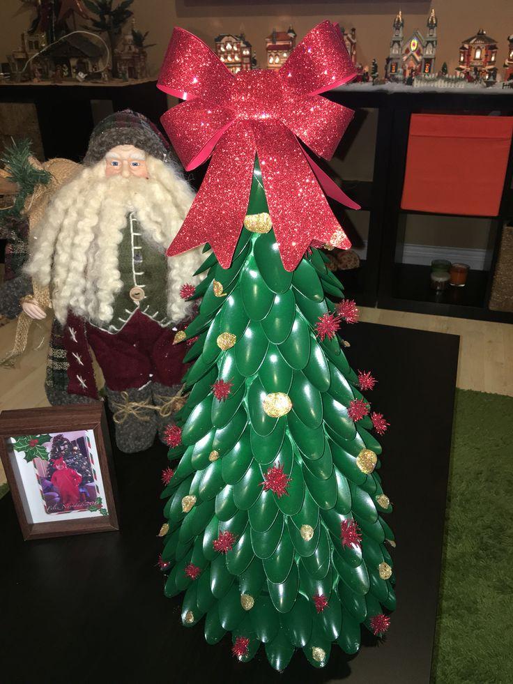 Arbol navideño reciclado