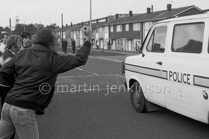 Striking miner vents his anger at police in Rossington, 1984 Miners Strike. Oct 1984...© Martin Jenkinson