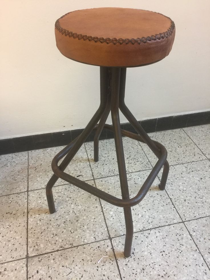 Industirële kruk, Vonnie Chair, eigen Design Merk MeubelAsia, MA05 - kamelen lederen kruk, verkoop via groothandel en particulier