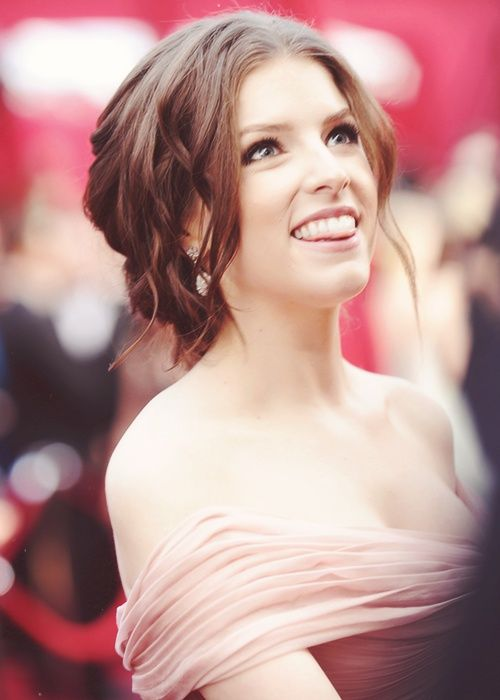 Anna Kendrick!!!!!!!!!!!!! LOOK AT THIS ADORBABLENESS!!!! if you dont love her then youve got issues <3