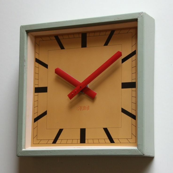 A smashing East German clock dating from the mid 1950s. Londontimepiece