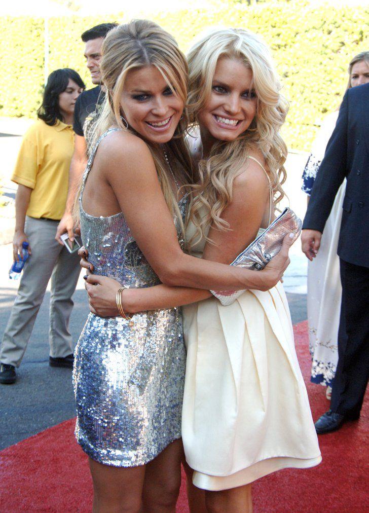 Pin for Later: Joyeux National Hugging Day! Carmen Electra et Jessica Simpson