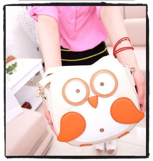 #tas in de vorm van een #uil. Van stevig namaak leer, met een rits binnenin en aan de achterzijde. Met riempje om er een #schoudertas van te maken.Voor €24,95. Kijk op www.stiksels.com voor afmetingen.
