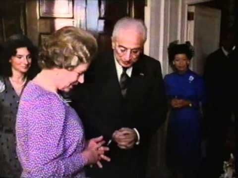 The Queen, Diana & Margaret exchanging gifts with President of Italy, via YouTube.