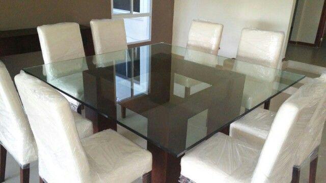 Comedor cuadrado 8 personas cubierta de vidrio sala for Ver comedores modernos