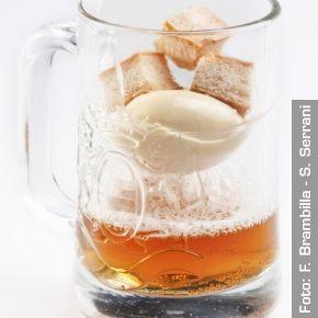 Mela alla birra con meringa al miele e gelato alla crema