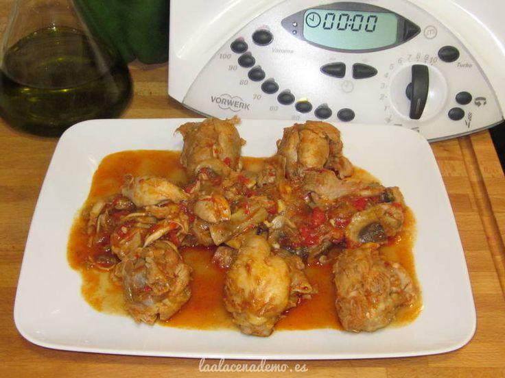 El pollo al chilindrón con thermomix es una receta básica que no puede faltar en tu recetario, aprende a prepararlo para que el pollo no se rompa.