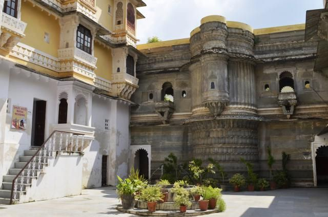 8 Must-See Attractions in Romantic Udaipur, India: Bagore Ki Haveli