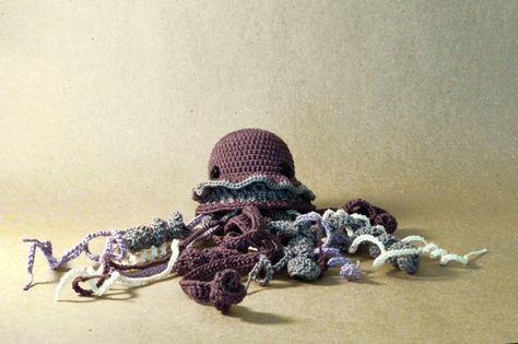 jellyfish / crochet / amigurumi / gift / baby / purple / diy / crafts