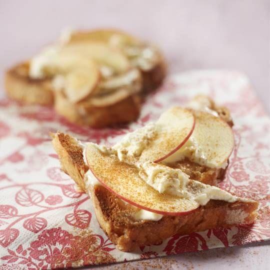 Suikerbrood met mascarpone, appel en kaneel