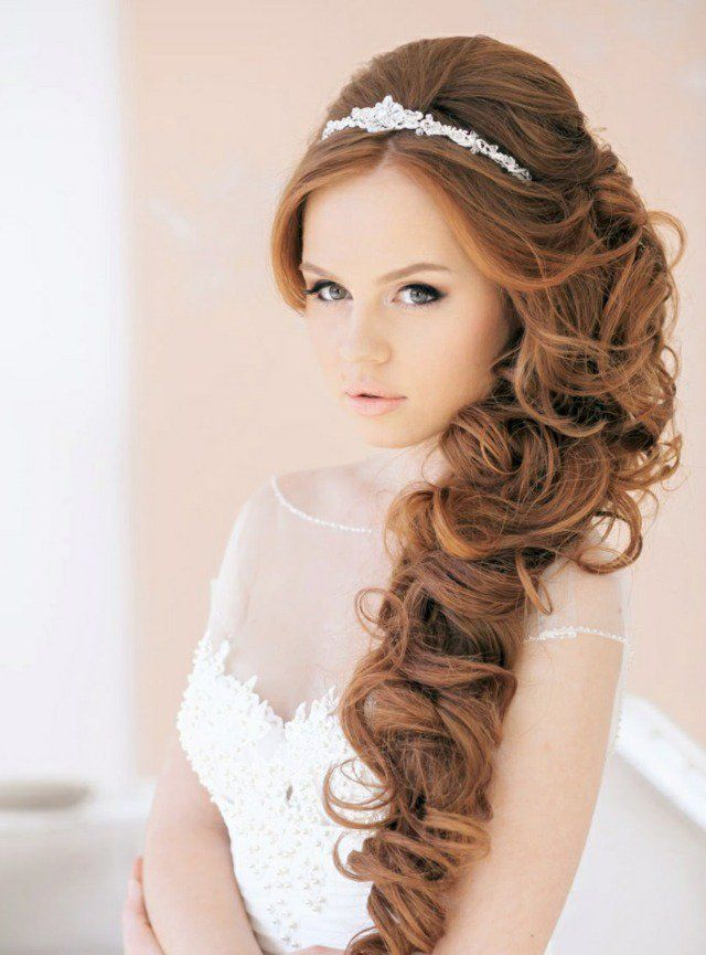 coiffure pour mariage cheveux longs - une longue tresse décoiffée sur le côté
