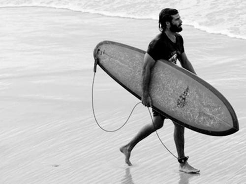oh la la la.. a surfing beard (I hope that this is Angus Stone)