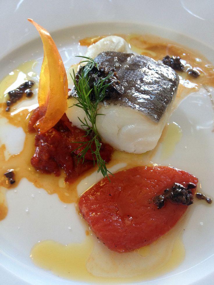 Bacalao con puré de boniato y tomate confitado