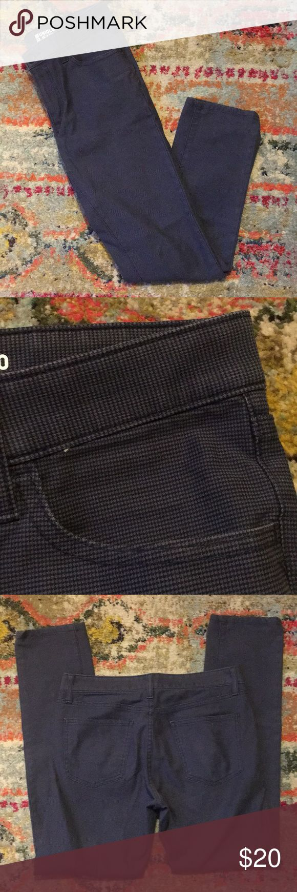 """Uniqlo jeans Great condition men's Uniqlo jeans (small checkered pattern in navy and blue) in a skinny fit, waist 31"""" Uniqlo Jeans"""
