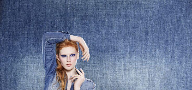 Maak deze zomer een beauty statement en ga voor blauw! Bij HEMA vind je nu een speciale Denim make up lijn.