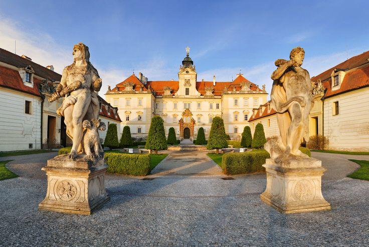 """Valtice kasteel hoort bij het """"Cultuurlandschap van Lednice-Valtice"""" wat op de Werelderfgoedlijst van UNESCO staat.  Foto: Ladislav Renner ©CzechTourism www.czechtourism.com"""