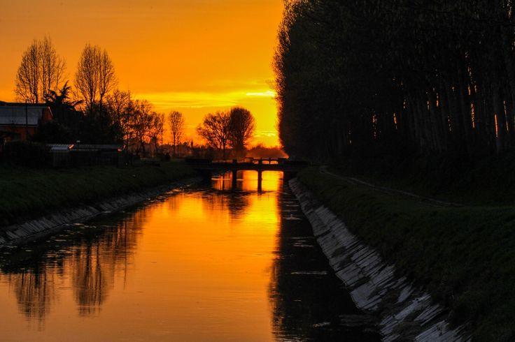 Il canale vacchelli nel tramonto