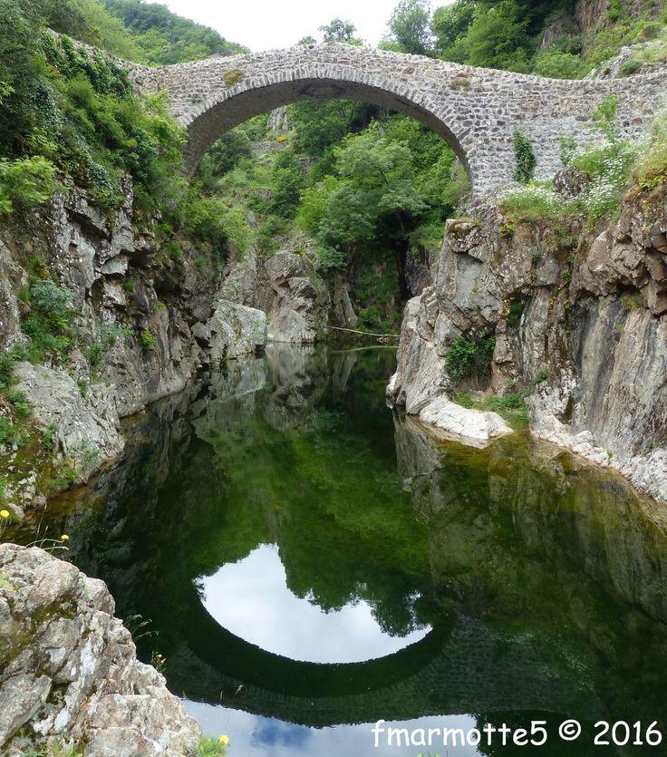 C'est bien en amont du Pont d'Arc juste en dessous du Col de la Chavade où l'Ardèche prend sa source qu'on trouve Thueyts dans la Montagne…