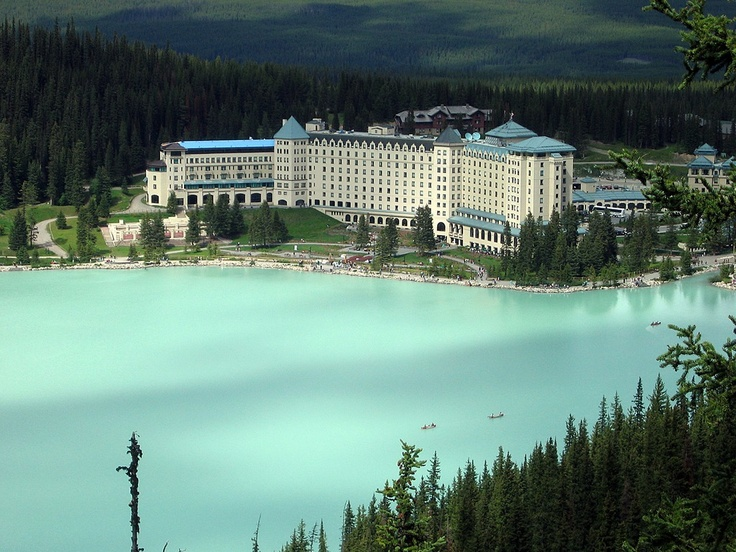 The Fairmont Cau Lake Louise Is A Hotel On Eastern S Of