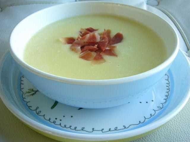 Crema de calabacín. Una receta fácil y sencilla para realizar en casa y para toda la familia, no sólo para celíacos.
